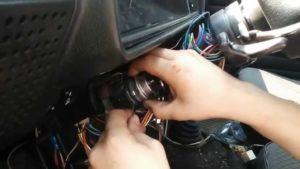 Как без ключа снять замок зажигания на ВАЗ-2106