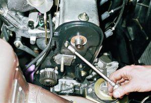 Как сделать замену помпы на ВАЗ-2110 8 и 16 клапанов