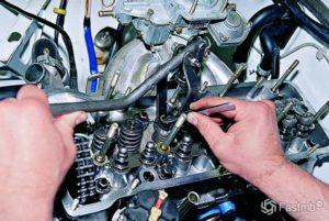 Как осуществить замену маслосъемных колпачков на ВАЗ-2106