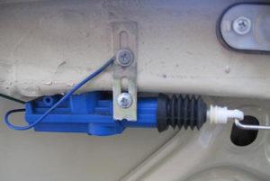 Как правильно открыть багажник на ВАЗ-2107 без ключа