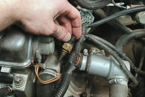 Как произвести замену датчика температуры охлаждающей жидкости на ВАЗ-2114