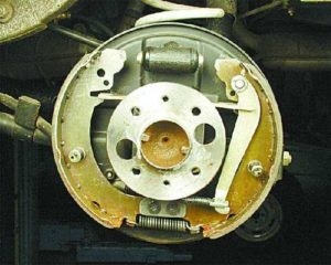 Как произвести замену тормозных колодок на ВАЗ-2107