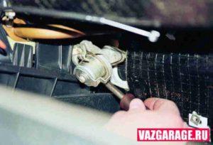 Как сделать замену крана печки на ВАЗ-2107 самостоятельно