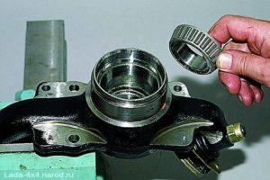 Как сделать замену подшипника передней ступицы на Шевроле Нива