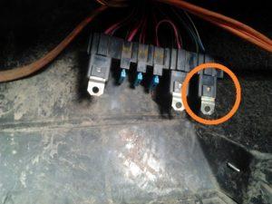Где находится реле вентилятора охлаждения на ВАЗ 2114